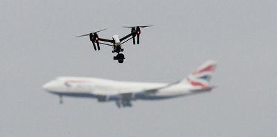Ejércitos de drones contra aviones comerciales
