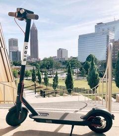 Qué es la 'Charging Economy', la forma de ganar 600 dólares diarios gracias a los patinetes eléctricos