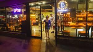 De bitcoins, café y medialunas
