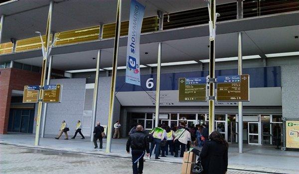 Los profesionales en la entrada del evento eShow Madrid 2012 a las 10:30 a.m.  (Foto: Roberto García)