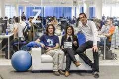 De izquierda a derecha, Miguel Vallés, CEO de Life Zero; Sara Santolaria, directora de Hiberus Emprende, y Sergio López, director general de Hiberus Tecnología.