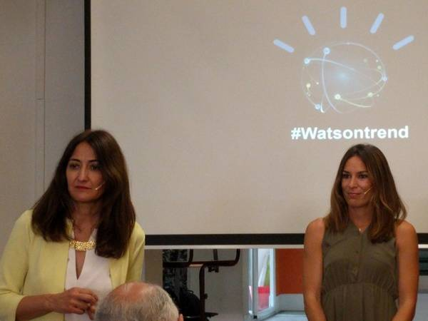 Carmen Garc�a (izquieda), directora de IBM Commerce en Espa�a, junto a Paula Butrague�o, ingeniera y bloguera de InspiraFit.