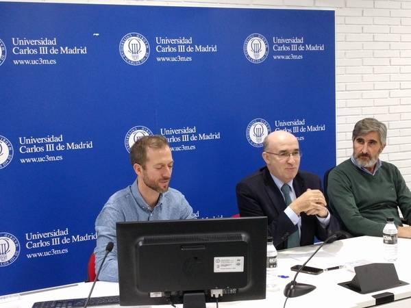De izquierda a derecha, Jose Llinares, coordinador académico, Ignacio Sesma, director de la Fundación Universidad Carlos III, y Andrés Narvaez, director del Digital Innovation Center. / Foto: M.Á. Ossorio (media-tics.com)