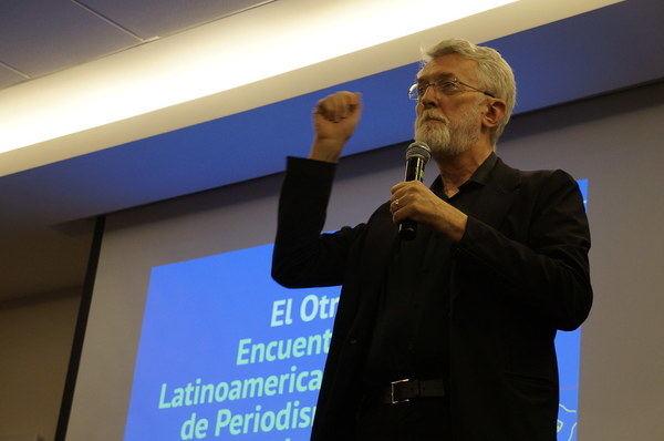 LOS EDITORES PRESIONAN A LOS GOBIERNOS HACIA EL CAMINO EQUIVOCADO, DICE JEFF JARVIS