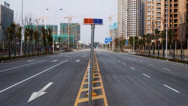 Una avenida vacía en Yueyang, provincia de Hunan, al sudeste de China en enero de 2020.