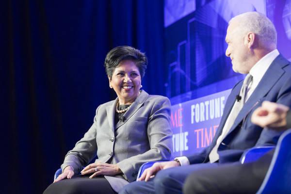 Indra Nooyi, presidenta y CEO de PepsiCo, y Jamie Dimon, presidente y CEO de JPMorgan Chase