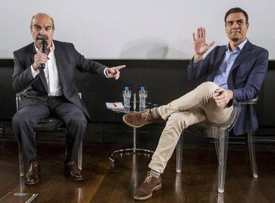 Antonio Resines y Pedro Sánchez en un acto el pasado noviembre