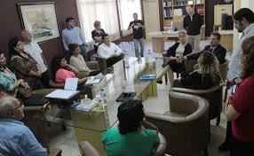 La empresaria informa sobre la compra a los directivos de Grupo Nación de Comunicaciones.