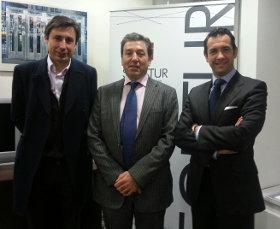 De izquierda a derecha: Francisco Salcedo ,  director de Nuevos Negocios Digitales de Telefónica; Valentín González, director Comercial de Grandes Clientes de Telefónica España y el presidente de SEGITTUR, Antonio López de Á�vila.