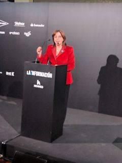 Marisa Navas se dirige a los asistentes.