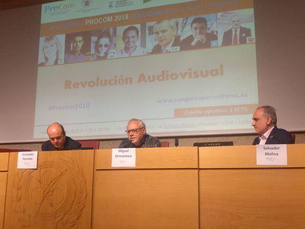 De izquierda a derecha, Fernando Peinado, profesor de periodismo en la Universidad Complutense, Miguel Ormaetxea, y Salvador Molina, presidente de Ecofin y de ProCom.