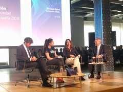 Una de las mesas redondas que condujo el periodista Vicente Vallés durante la presentación del informe. / media-tics.