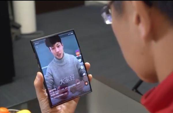 Xiaomi muestra en un vídeo un sorprendente móvil plegable