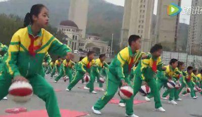 China estrena uniformes inteligentes para evitar las pellas