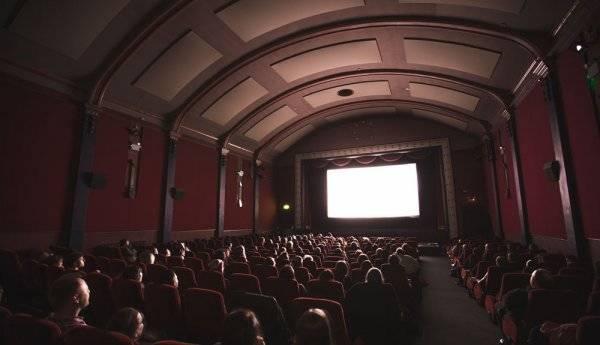 Ir al cine a diario por menos de 10 dólares… al mes