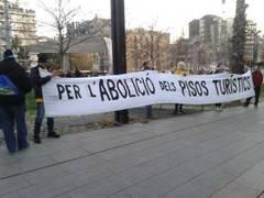 Pancarta contra Airbnb en Barcelona
