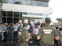 Argentina: Gendarmería allanó la sede de Cablevisión
