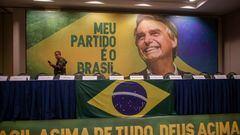 Cartel electoral del candidato ultraderechista Jair Bolsonaro, ganador de la primera vuelta de las elecciones brasileñas.