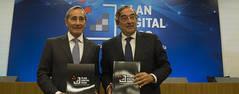 El presidente de la Comisión de Sociedad Digital de CEOE, Julio Linares, y el presidente de CEOE, Juan Rosell / David Mudarra / CEOE