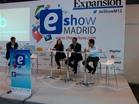 De izqda. a dcha. Teba Lorenzo (Yahoo),  Raúl De la Cruz (Microsoft) y Kiko Carasa (Terra). (Foto: Roberto García)
