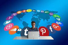 La gente lee noticias en redes sociales, pero no confía en su publicidad