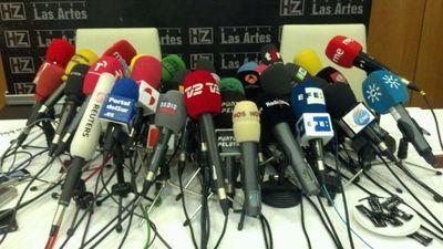 ¿Ya están aquí los periodistas? ¡Pobrecitos, que pasen y coman!