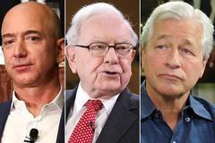 De izquierda a derehca, Jeff Bezos, fundador de Amazon, Warren Buffett, propietario de Berkshire Hathaway, y Jamie Dimon, presidente de JPMorgan Chase.