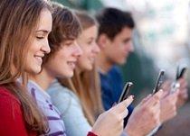Los jóvenes se informan a través de vídeos y redes sociales desde el móvil