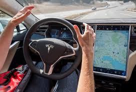 Alemania podría prohibir el sistema de autoconducción de los Tesla