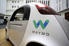 El coche autónomo de Google echa a rodar